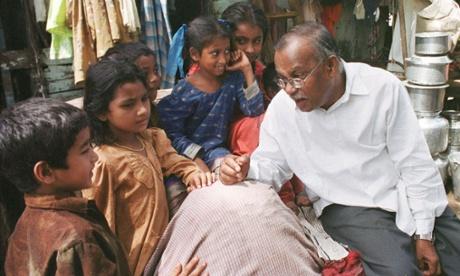 Jockin Arputham chats to children about school at the Madanpura slum in central Bombay. Photograph: Reuters Photographer / Reuter/REUTERS