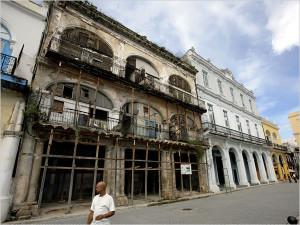 'Crumbling' colonial buildings in Havana