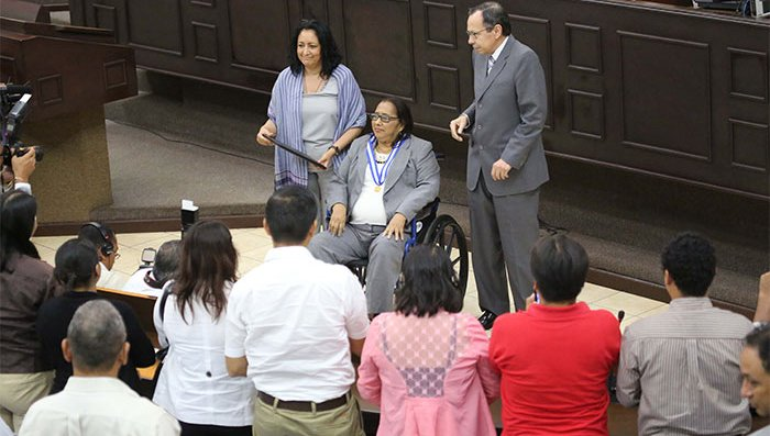 Felicita Zeledon being honoured by the National Assembly Photo courtesy of Confidencial/Presidencia