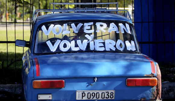 Slogans on a car: 'They will return' and 'They returned!' Photo: cubadebate.cu
