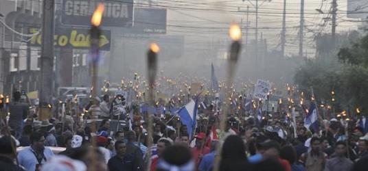 March of the torch-bearers, Tegucigalpa, Honduras. Photo: AP/Fernando Antonio.
