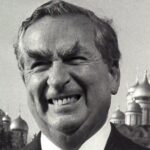 Denis Healey in front of the Kremlin, Moscow, in 1987. Photo: Reuters